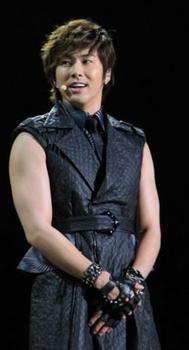 東方神起ユノが太った画像.png